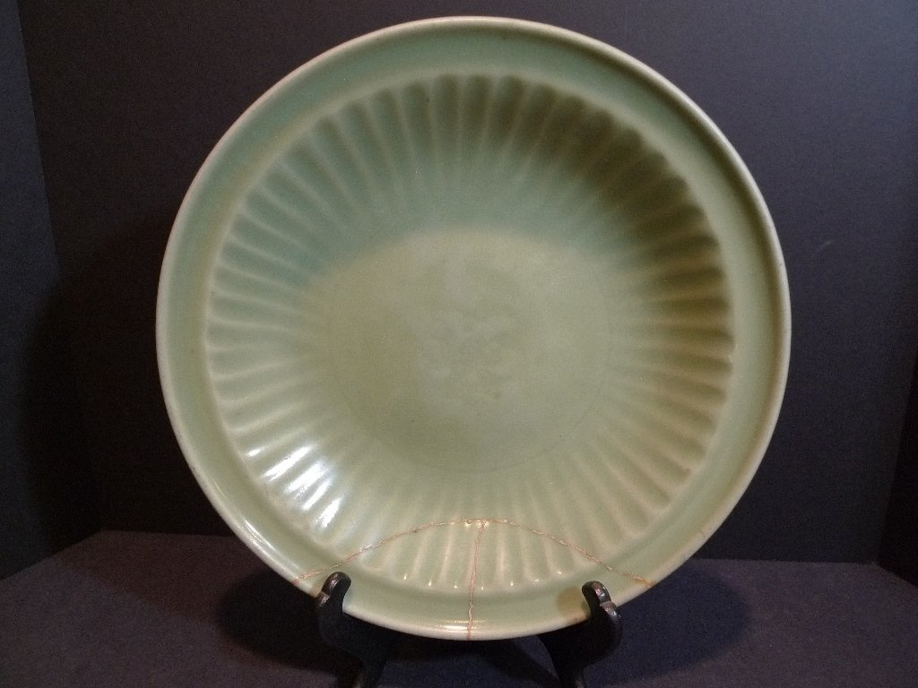 ANTIQUE CHINESE LONGQUAN PORCELAIN CHARGER MING DYNASTY