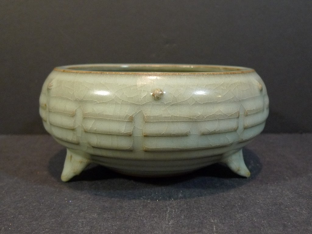IMPORTANT CHINESE GUAN TYPE PORCELAIN CENSER