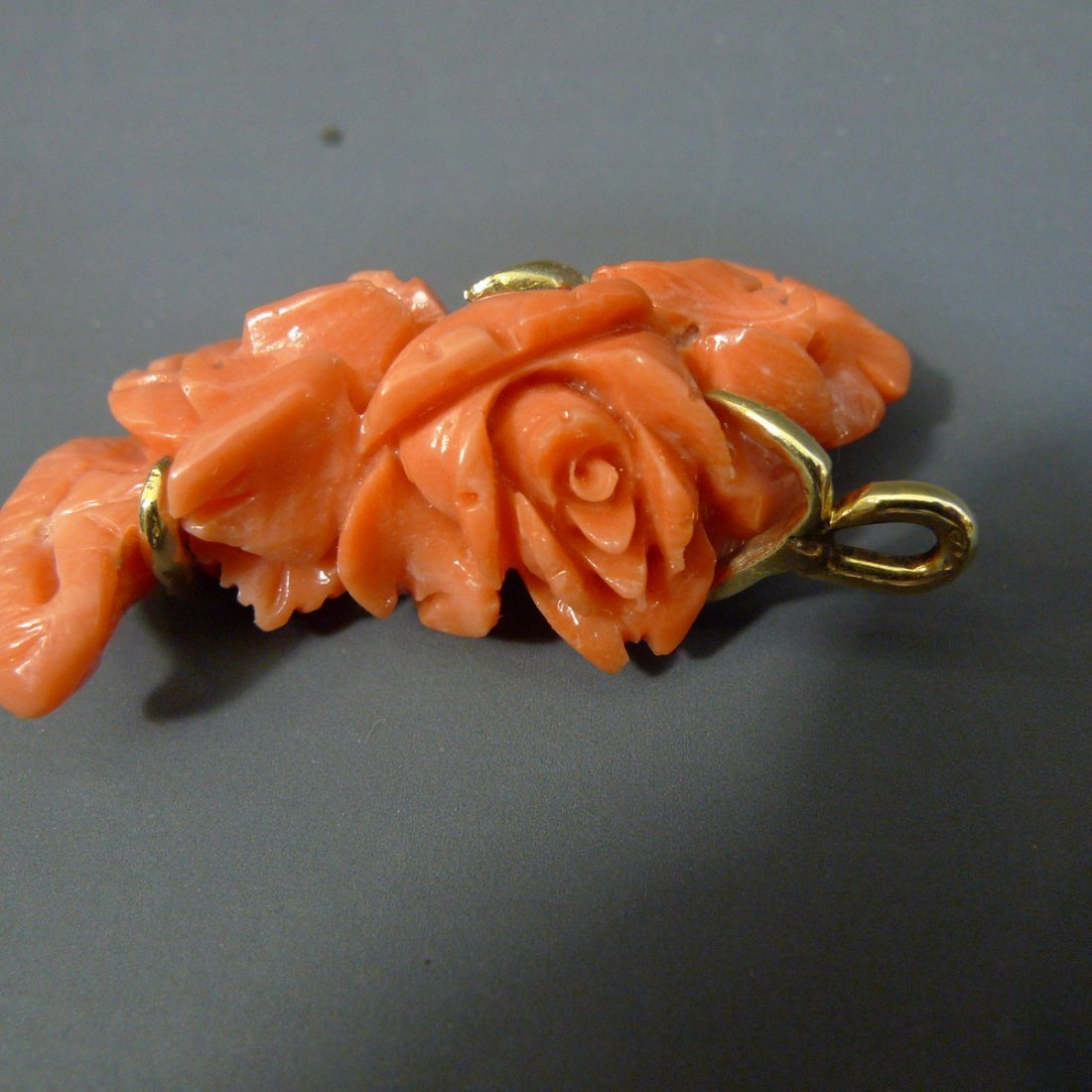 14K SOLID GOLD CARVED NATURAL RED CORAL ROSES PENDANT - 3