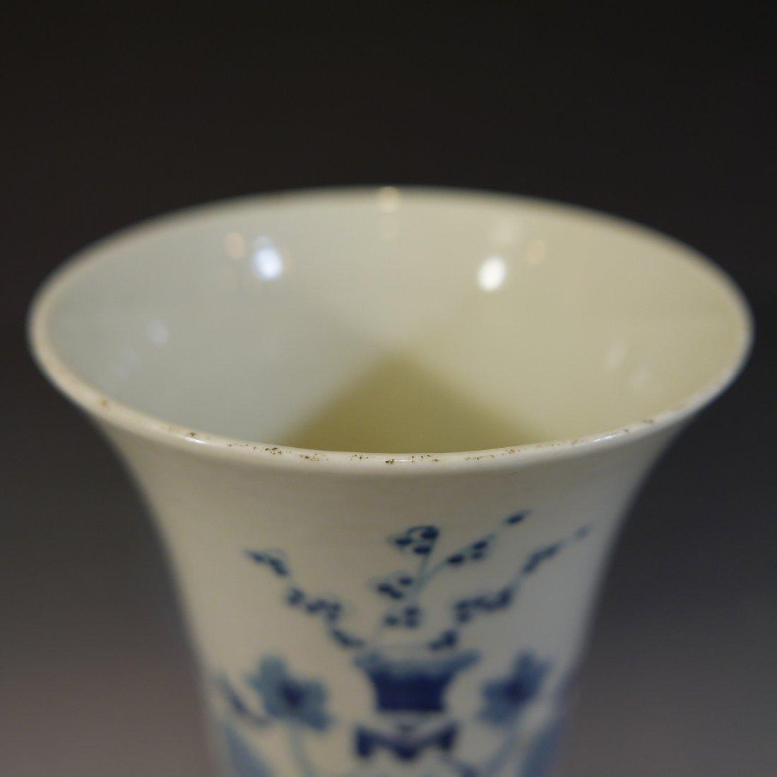 ANTIQUE CHINESE BLUE WHITE PORCELAIN BEAKER VASE - 4