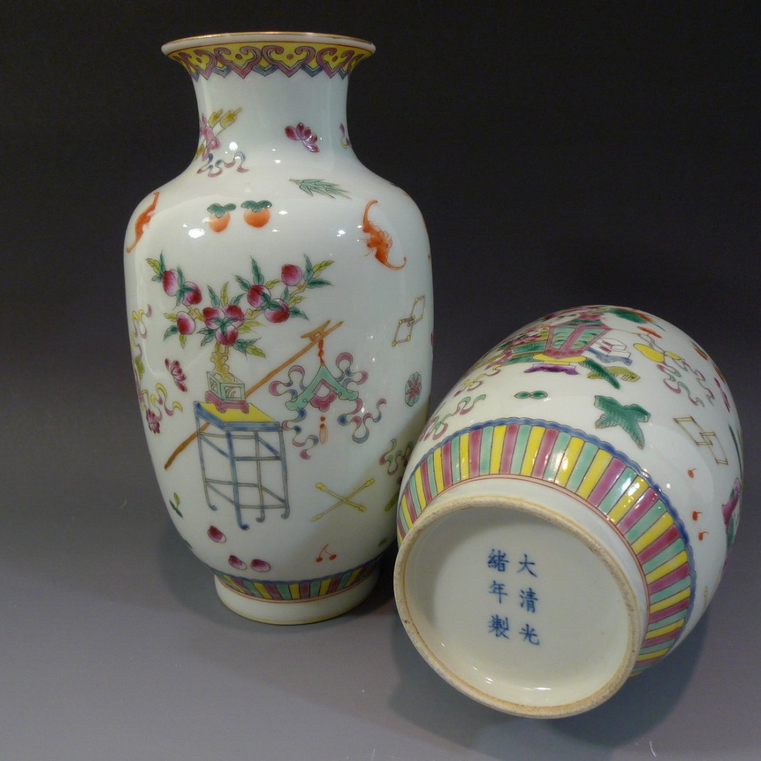 PAIR ANTIQUE CHINESE FAMILLE ROSE PORCELAIN VASE