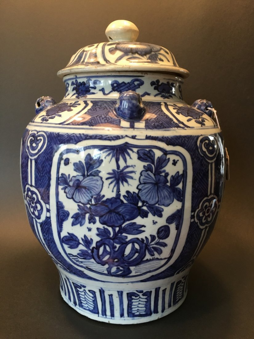 ANTIQUE Chinese Blue and White Jar, Ming Wanli period.