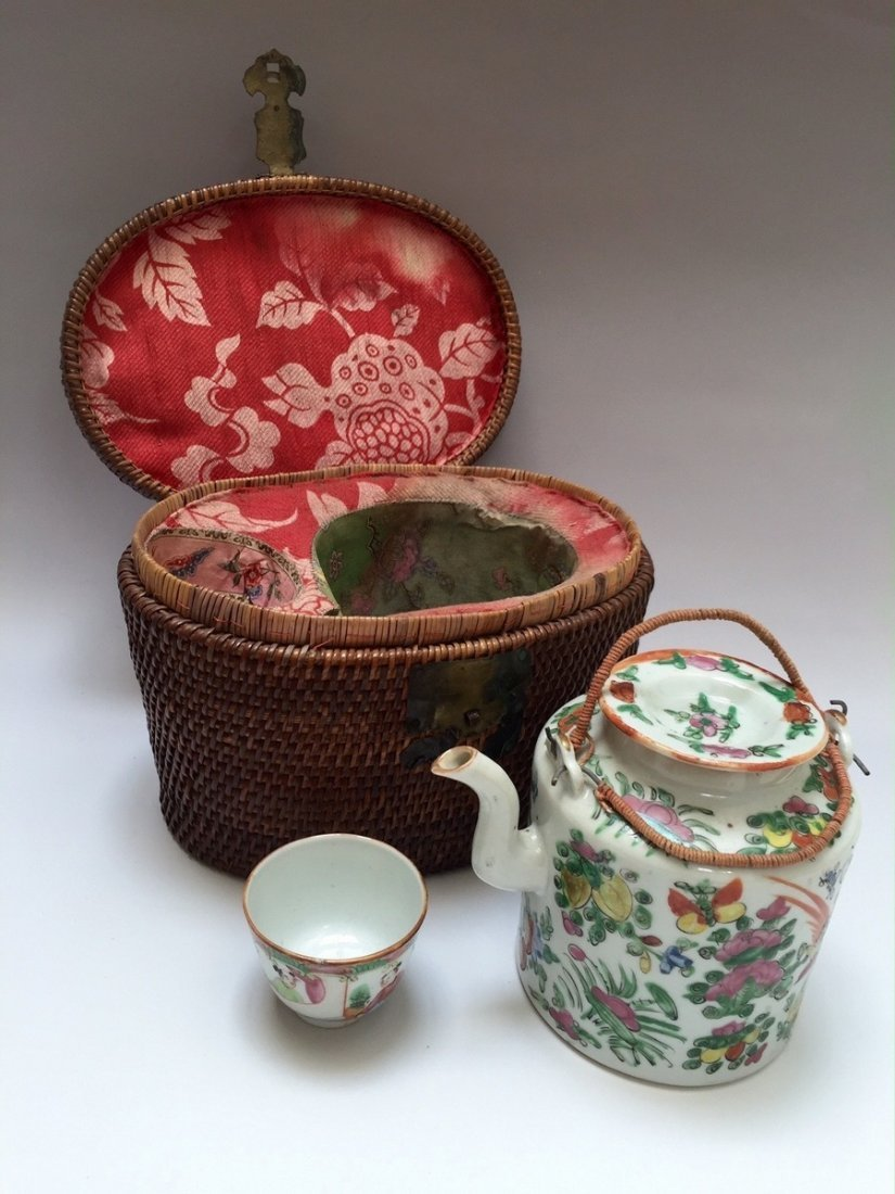 A CHINESE ANTIQUE ROSE MEDELLION TEAPOT AND CUP, 19TH - 2