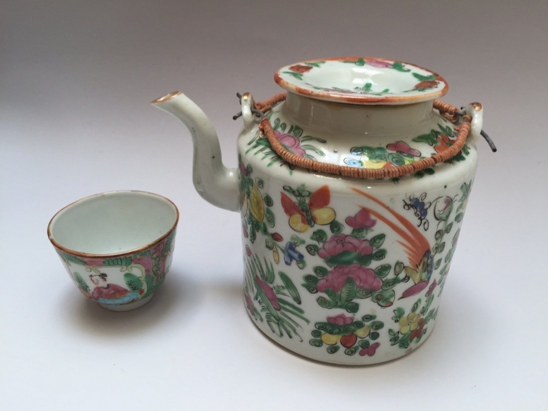 A CHINESE ANTIQUE ROSE MEDELLION TEAPOT AND CUP, 19TH - 3
