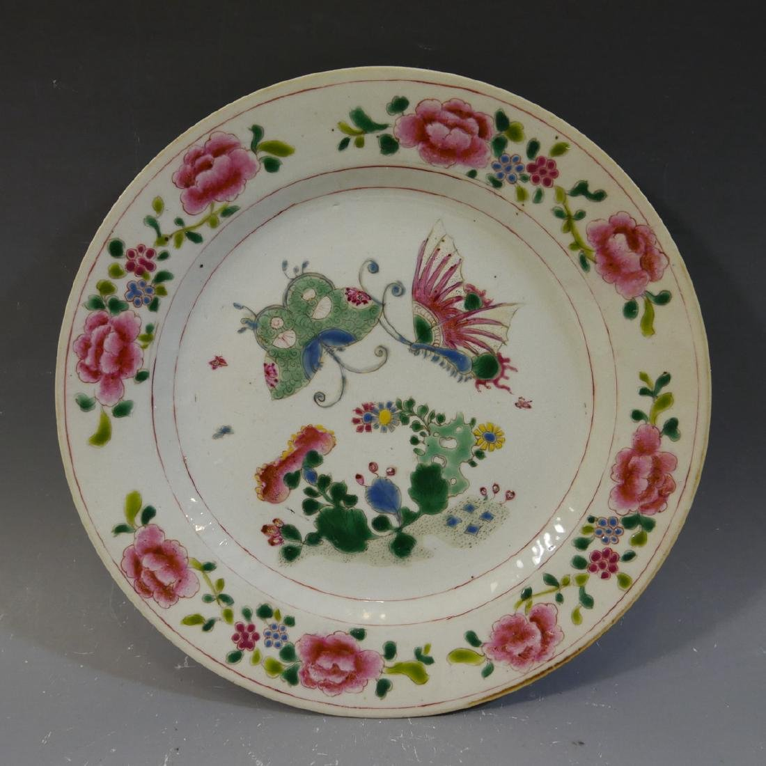 ANTIQUE CHINESE FAMILLE ROSE PORCELAIN PLATE - 18TH