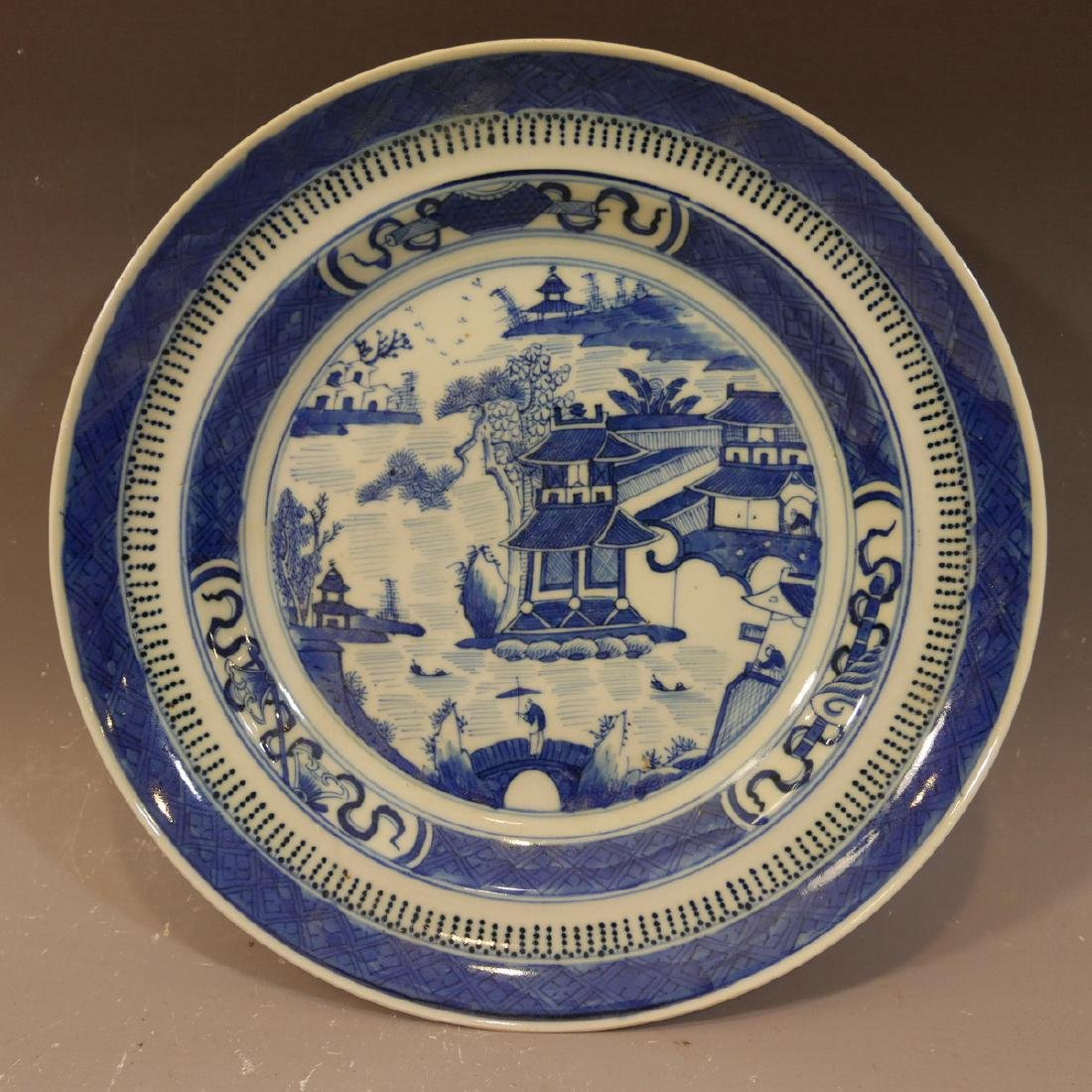 ANTIQUE CHINESE NANKING BLUE WHITE PORCELAIN PLATE.