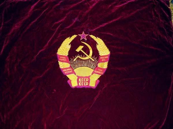 A Russian velvet flag, framed on three sides by tassels