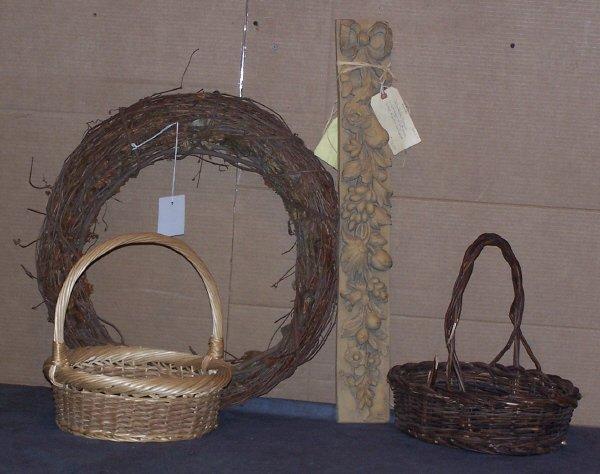 618: Wreath, Two Baskets and Della Robia Plaque