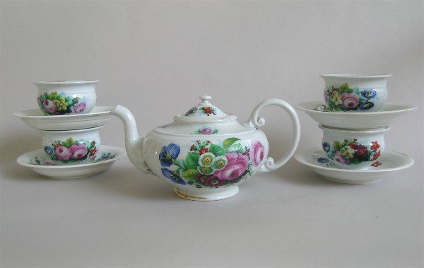 10: Meissen Teapot and Cups Floral