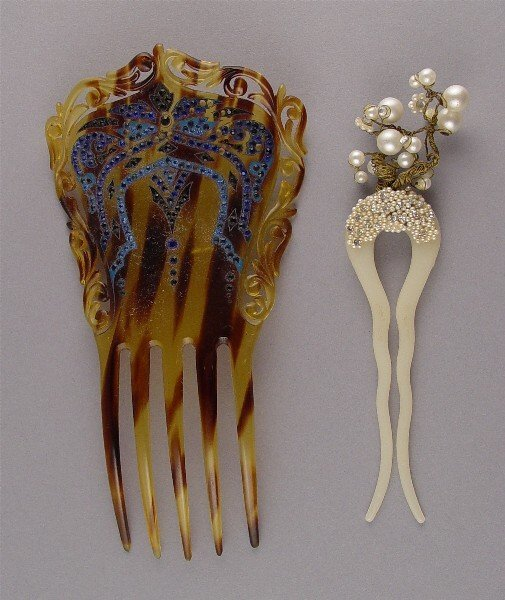 1022: Lot Vintage Hair Combs Two