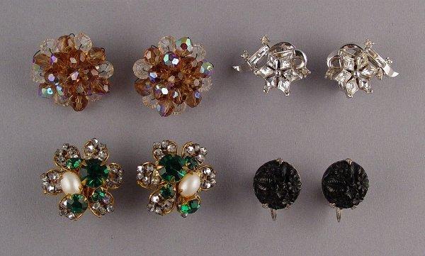 1023: Lot Vintage Earrings Trifari Etc.