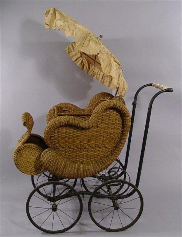 1132: Victorian Wicker Baby Carriage & Parasol