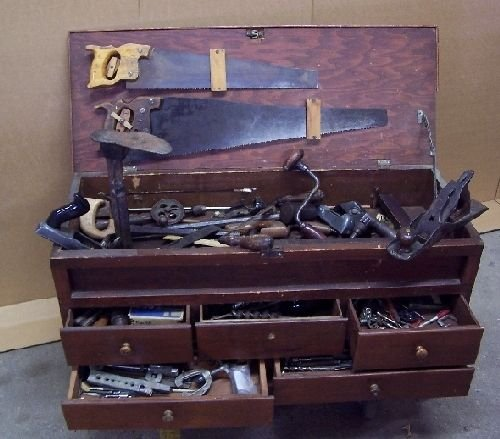 1096: Tool Chest with Carpentry Tools