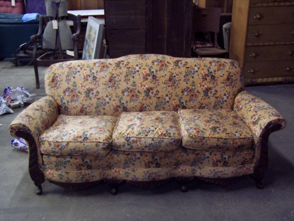 1098: Art Deco Vintage Couch Sofa