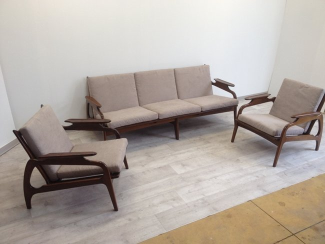 Adrian Pearsall sofa Lot 0006