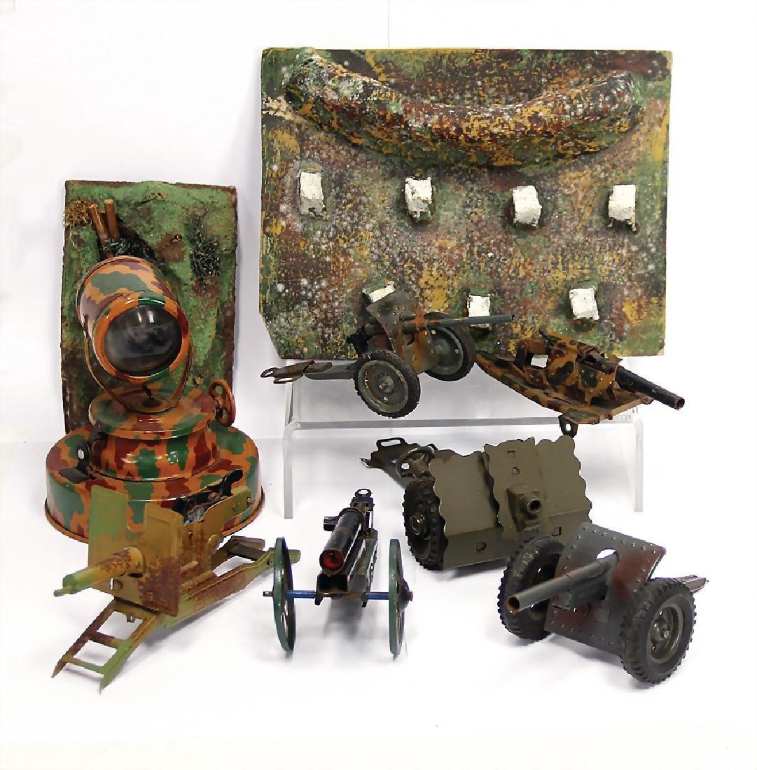mixed lot of  1 headlight, 4 cannons, machine gun, 1