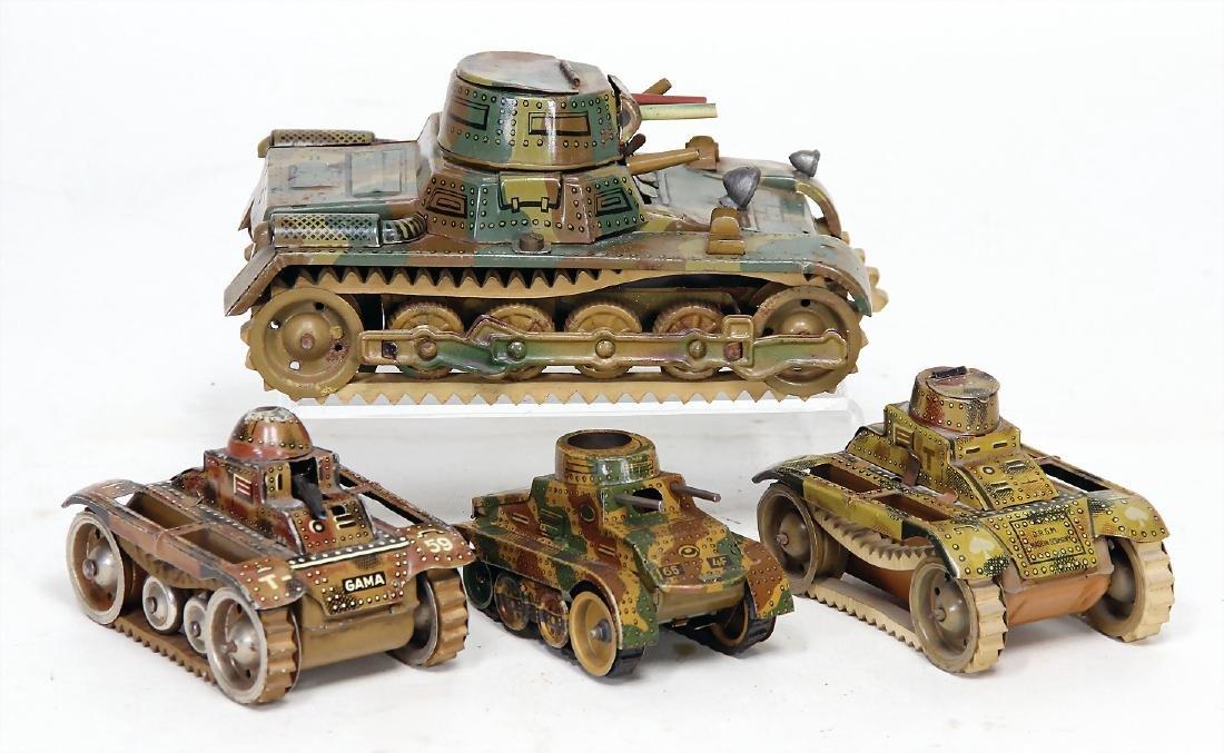mixed lot of  4 tanks, 1x Gamma, 18.5 cm, clock