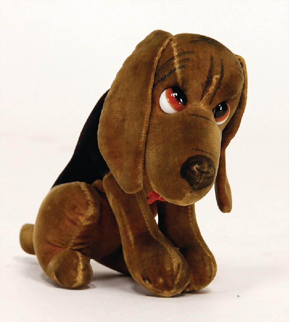 dog made of velvet, pre-war era, seat height: 10 cm,