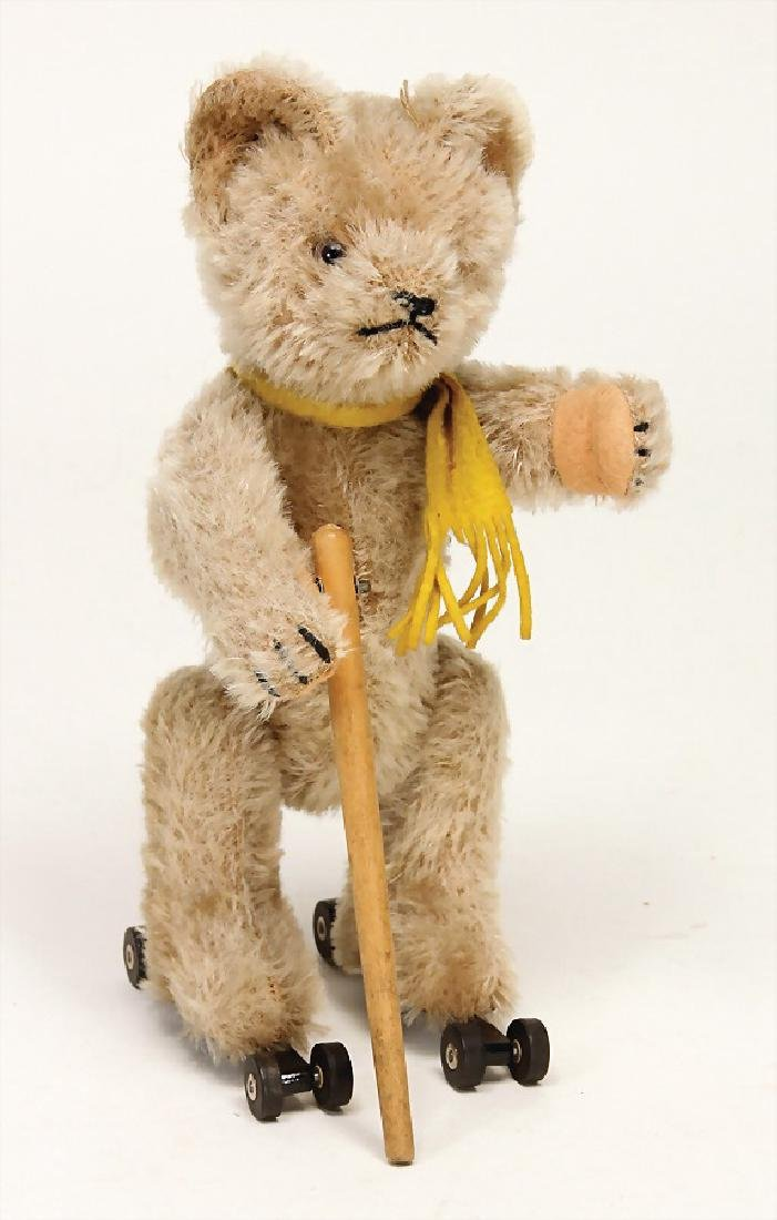 SCHUCO Rolly, bear on wheels, US-zone, 22 cm, clock