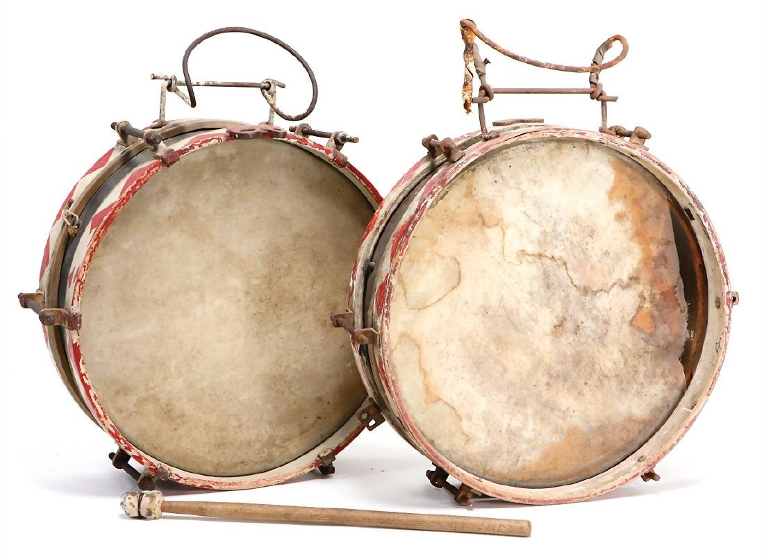 2 foot drums, with a diameter of : 32 cm, two-sided