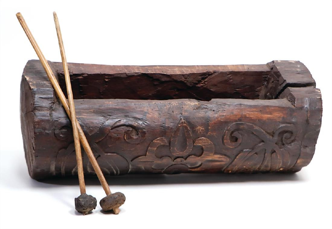 slit drum, Tun from Guatemala, carved wood , 53 cm,