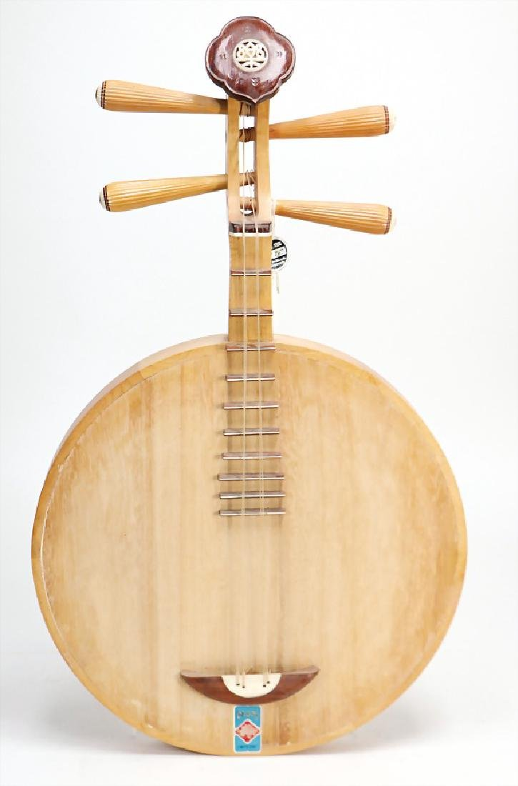 Yüehk'in, moon guitar (short-neck lute) with flat back,