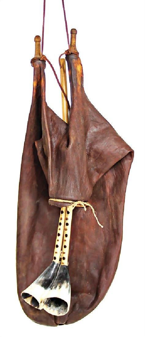 bagpipe, Tunisia, goatskin bag, clasp of the  forelegs