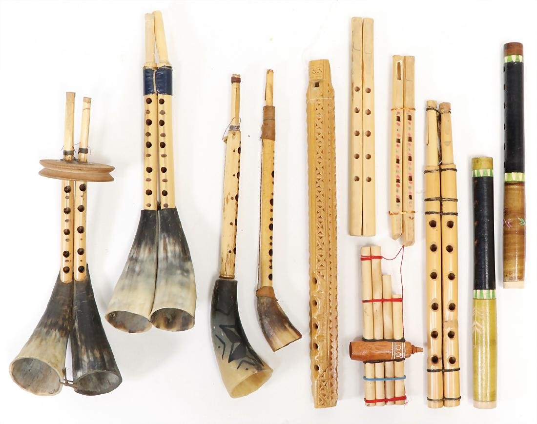mixed lot with 10 pieces, musical instruments, among