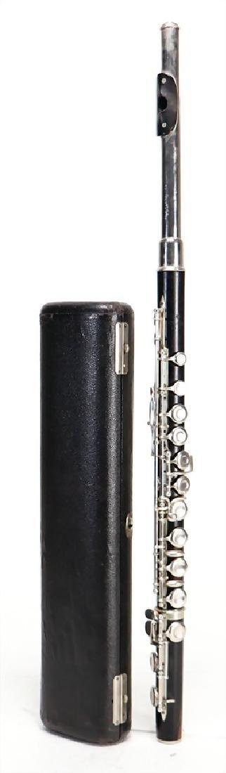 GEBRüDER MOENNIG Böhm flute, made of wood, with an