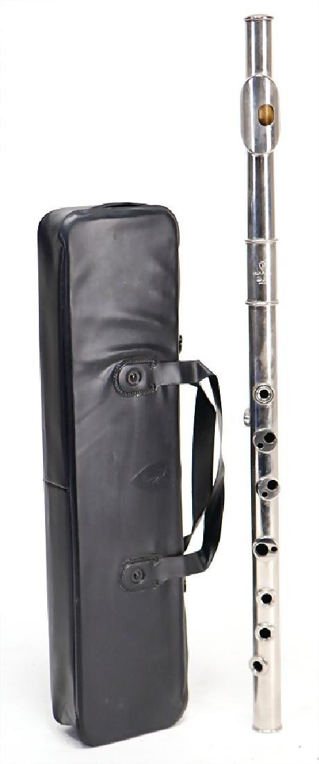 transverse flute made of metal in G, signature