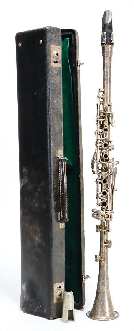 PEDLER ELKHART, INDIANA clarinet in b, made of metal,