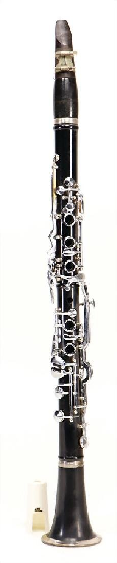unsigned, clarinet in b, made of plastic, 18 keys, 5