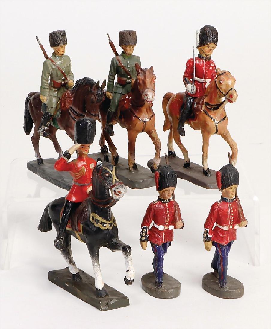 ELASTOLIN Englishmen, 7.5 cm, 2 x marching, 1 on