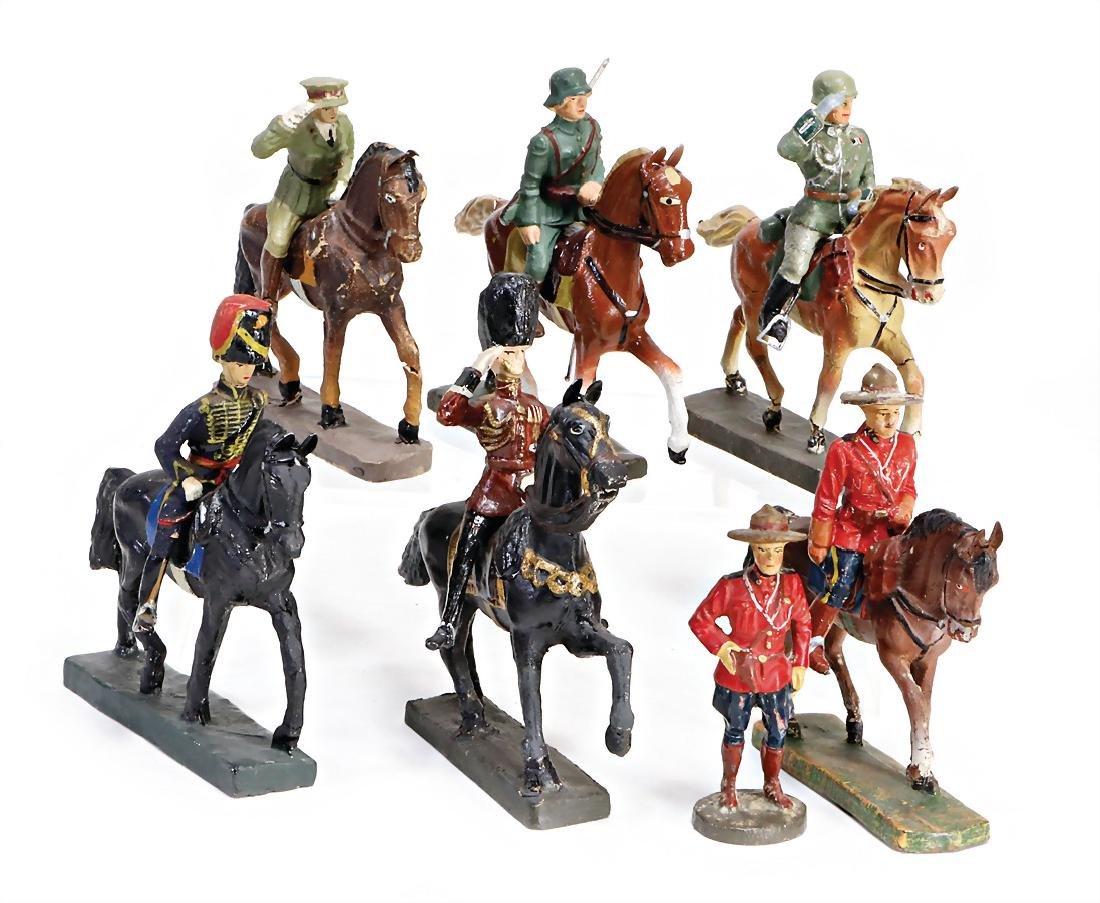 4 pieces Durso, guards figures on horseback, 2