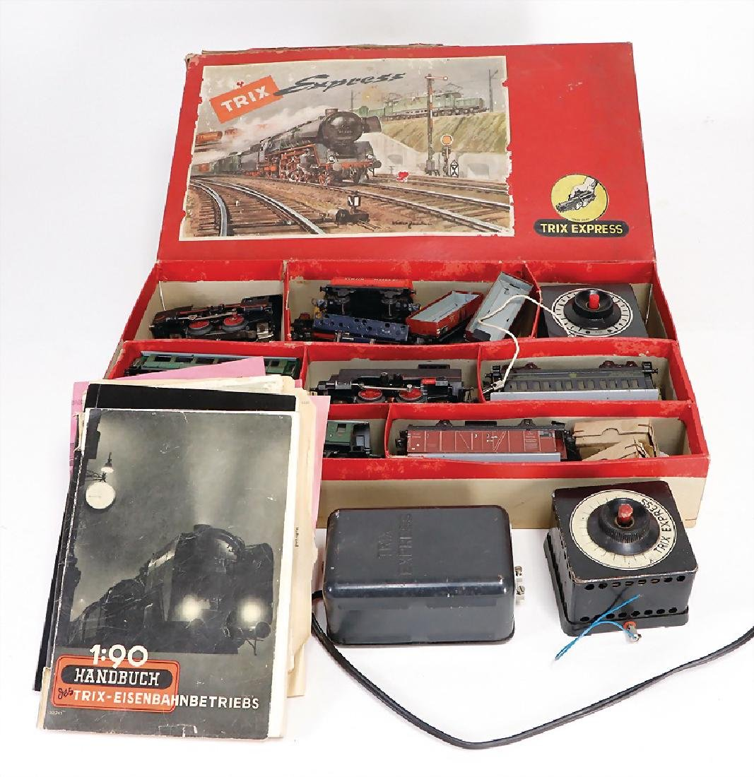 nice lot, Trix Express, pre-war era, 1 suitcase
