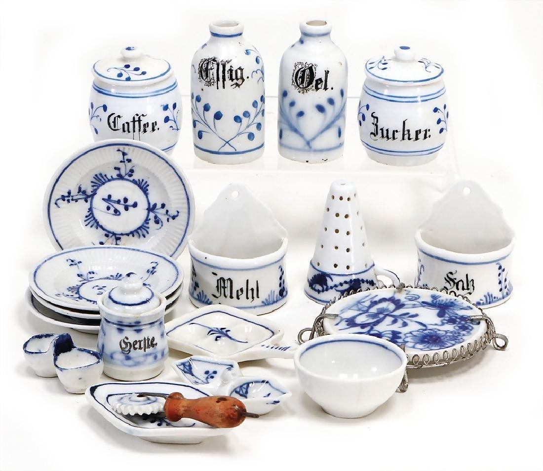 mixed lot of  dollhouse decoration pieces, porcelain,