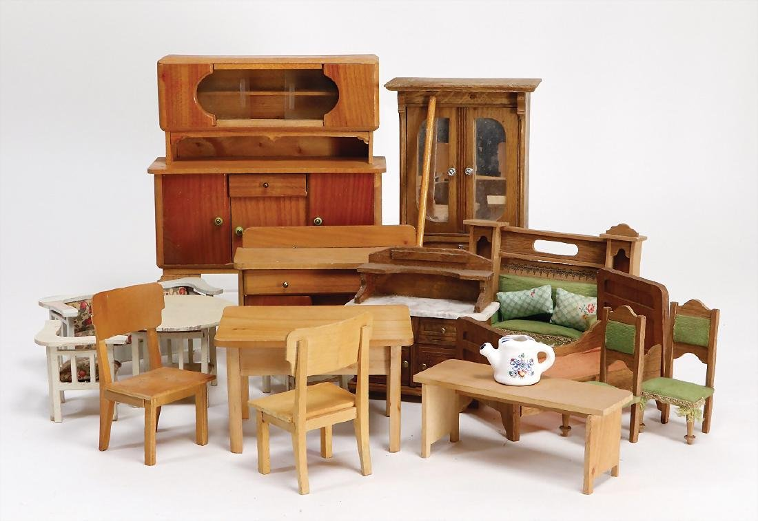 mixed lot of  dollhouse furnitures, from different