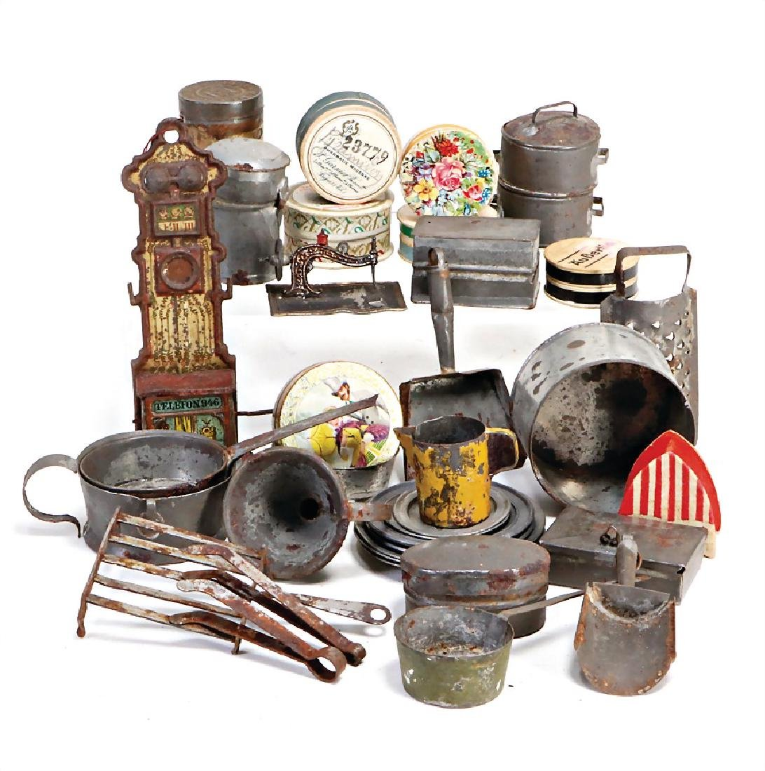 mixed lot of  kitchen decoration pieces, tin, plates,