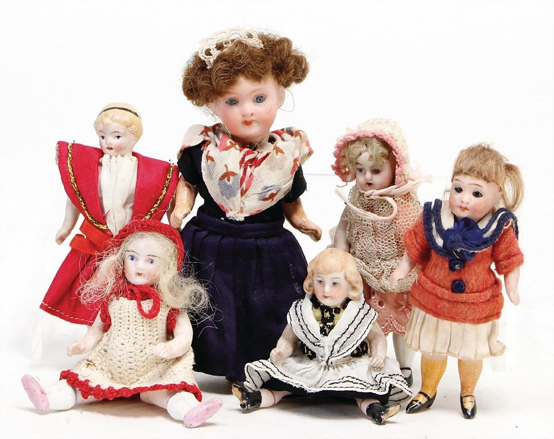 mixed lot of  dollhouse dolls, children, 6-pieces, 1
