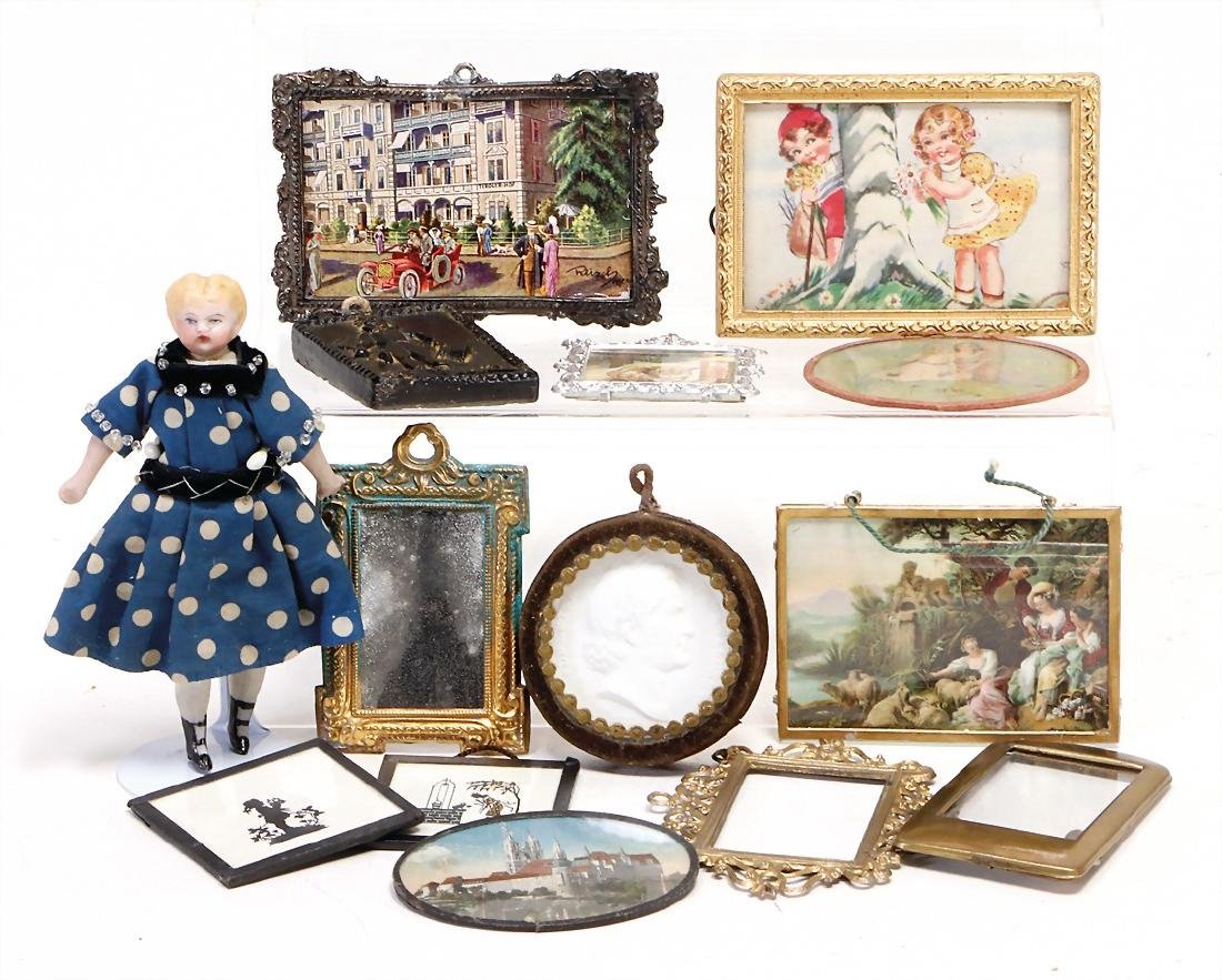 mixed lot of  decoration pieces for a stately dollhouse