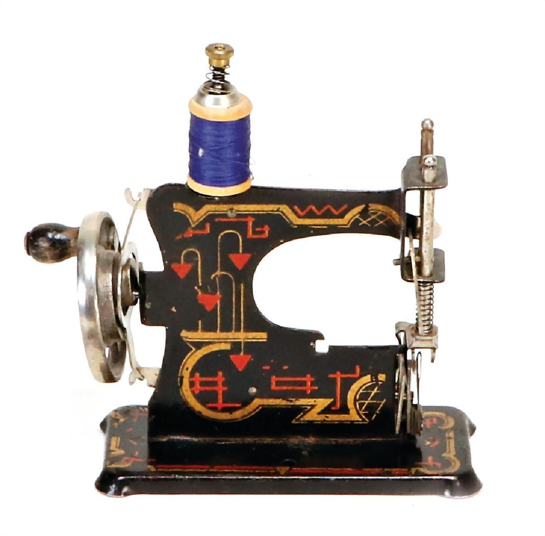 small doll's sewing machine, height: 13.5 cm, sheet