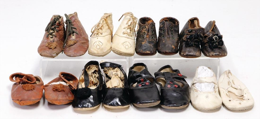 mixed lot of  7 pairs, doll shoes, among other things a