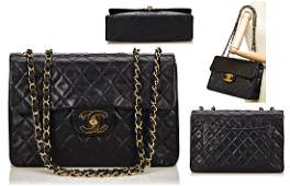 CHANEL Handtasche, Flapbag Maxi, schwarzes Kalbsleder,