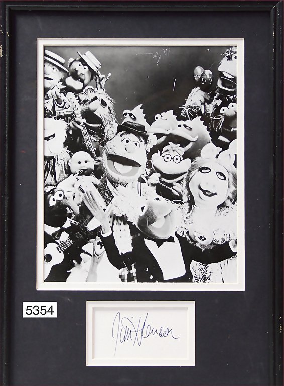 B/W photo of the Muppets, signature by the creator Jim