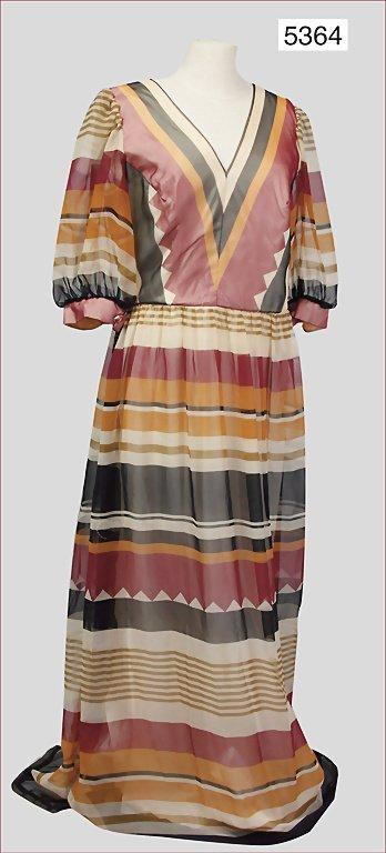 Vera Mont Paris ladies' dress, late '70s, v-neck on the