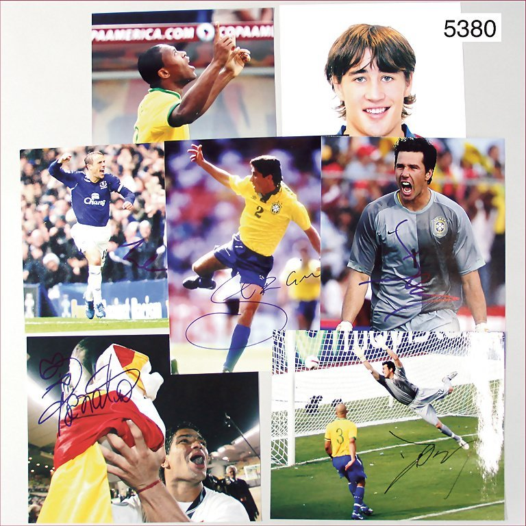 mixed lot of 7 signed photographies of soccer players,