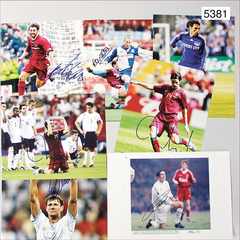 mixed lot of autograph cards, photographies of soccer