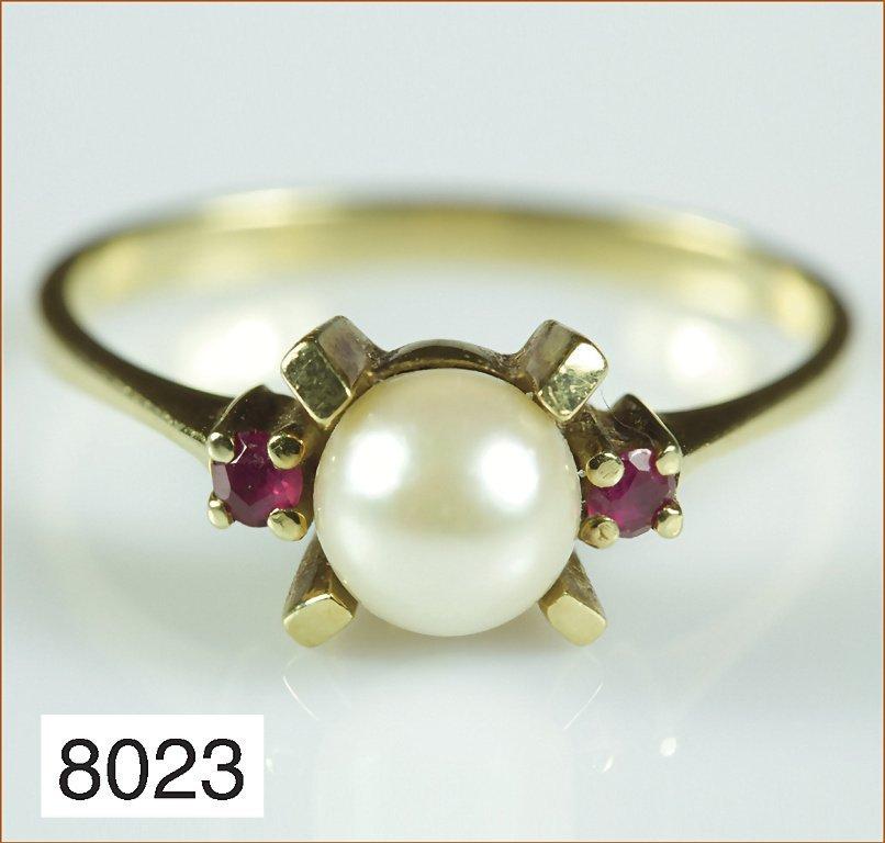 Ring mit Zuchtperle und Rubinen, RW ca. 56