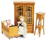 dollhouse cupboard, height 18.5 cm, bed 10 cm, 1 flower