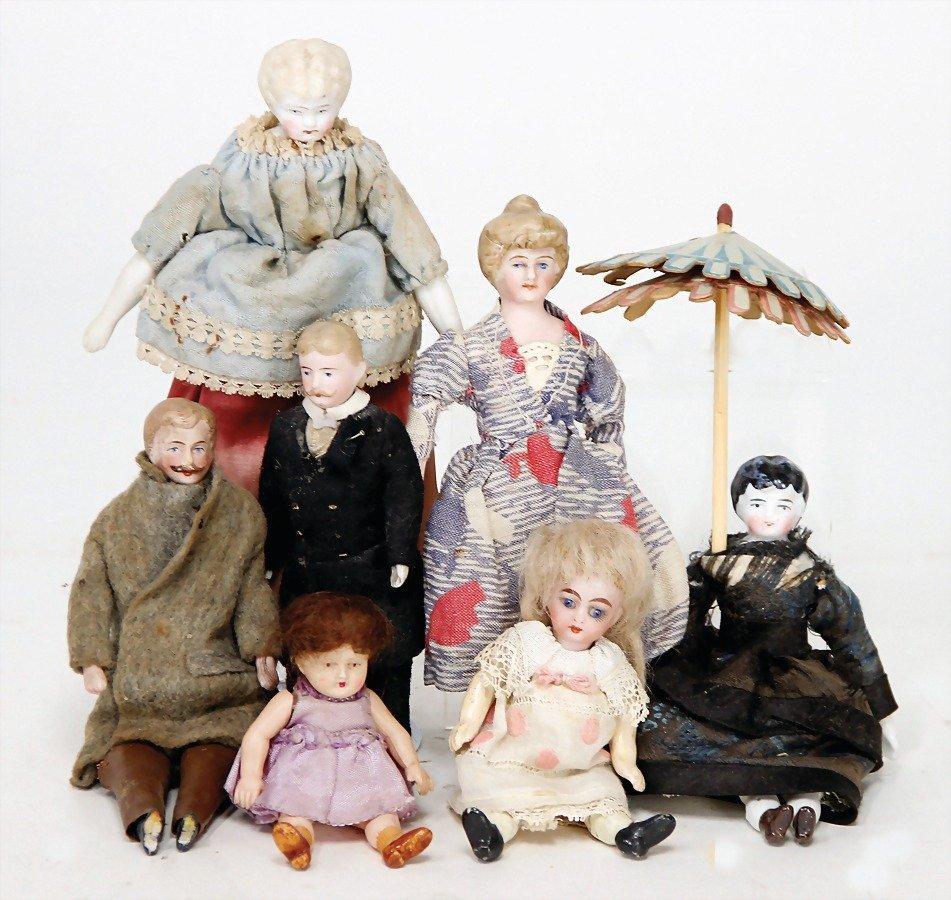 7 pieces dollhouse dolls, biscuit porcelain shoulder